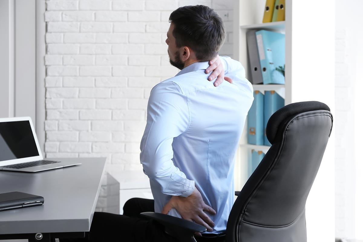 dolor-muscular-malos-habitos-ergonomia-postura-trabajo-sevilla